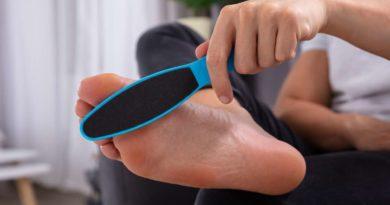 Jak prawidłowo wykonywać domowy peeling stóp?