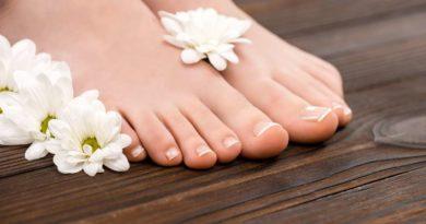Pedicure stóp – jak ładnie pomalować paznokcie?
