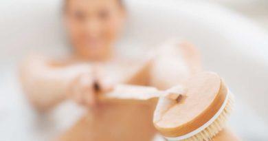 Szczotkowanie ciała na sucho – co warto wiedzieć i dlaczego to robić?
