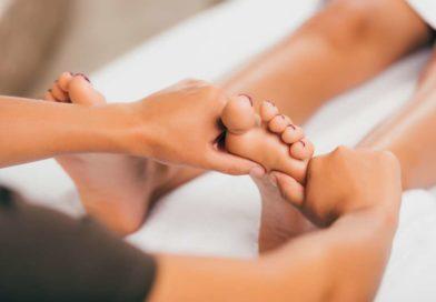 Refleksoterapia i akupresura stóp – na czym polega, dlaczego warto stosować?